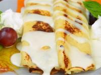 Naleśniki z serem i sosem waniliowym